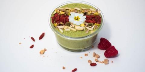 matcha smoothie bowl with goji