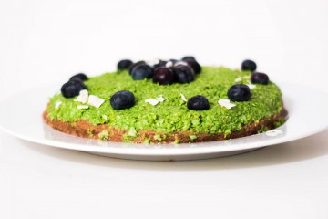 Raw Matcha Cake with Blueberries
