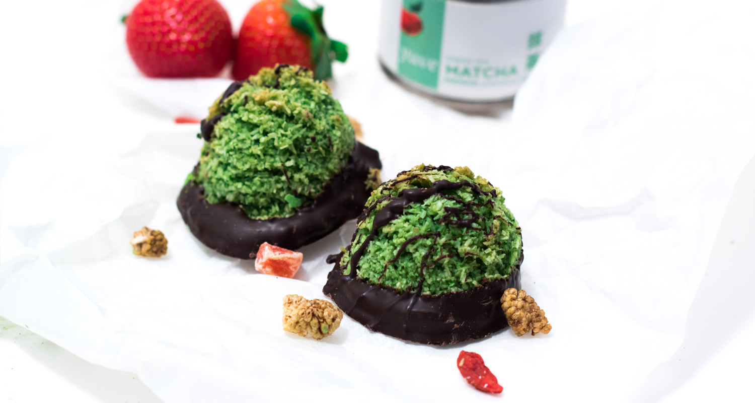 Raw Matcha Chocolate Macarons